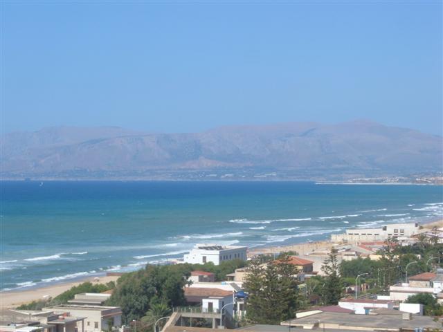 Matrimonio Spiaggia Alcamo : Cadavere sulla spiaggia di alcamo marina alqamah
