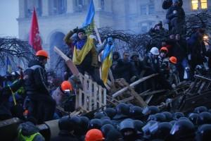 Ucraina, la polizia sgombera con la forza i manifestanti