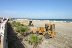 pulizia spiaggia davanti P.za V. Emanuele
