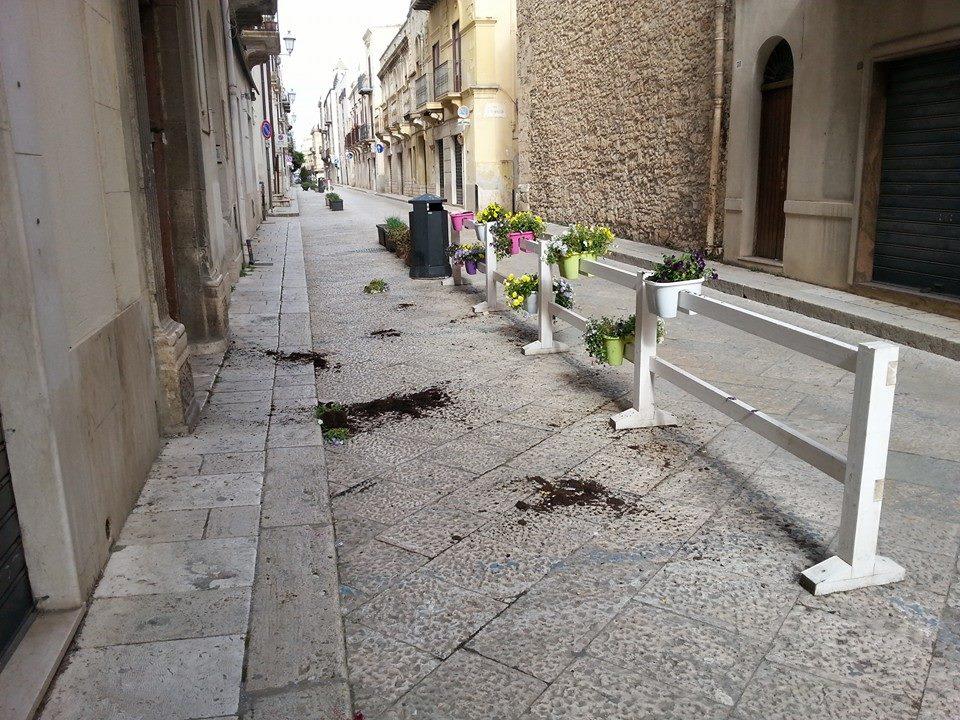 vandali corso 6 aprile 2