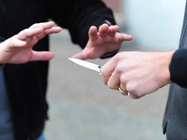 minaccia coltellata