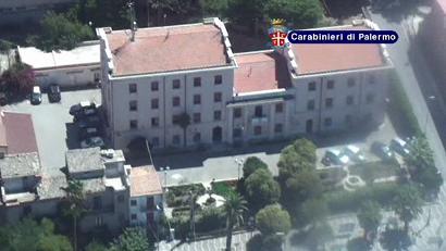 carabinieri arresti Palazzo Adriano