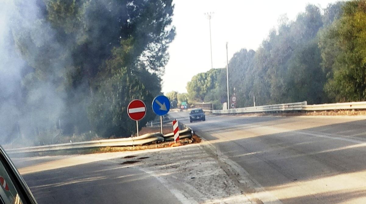 fuoco svincolo autostrada alcamo