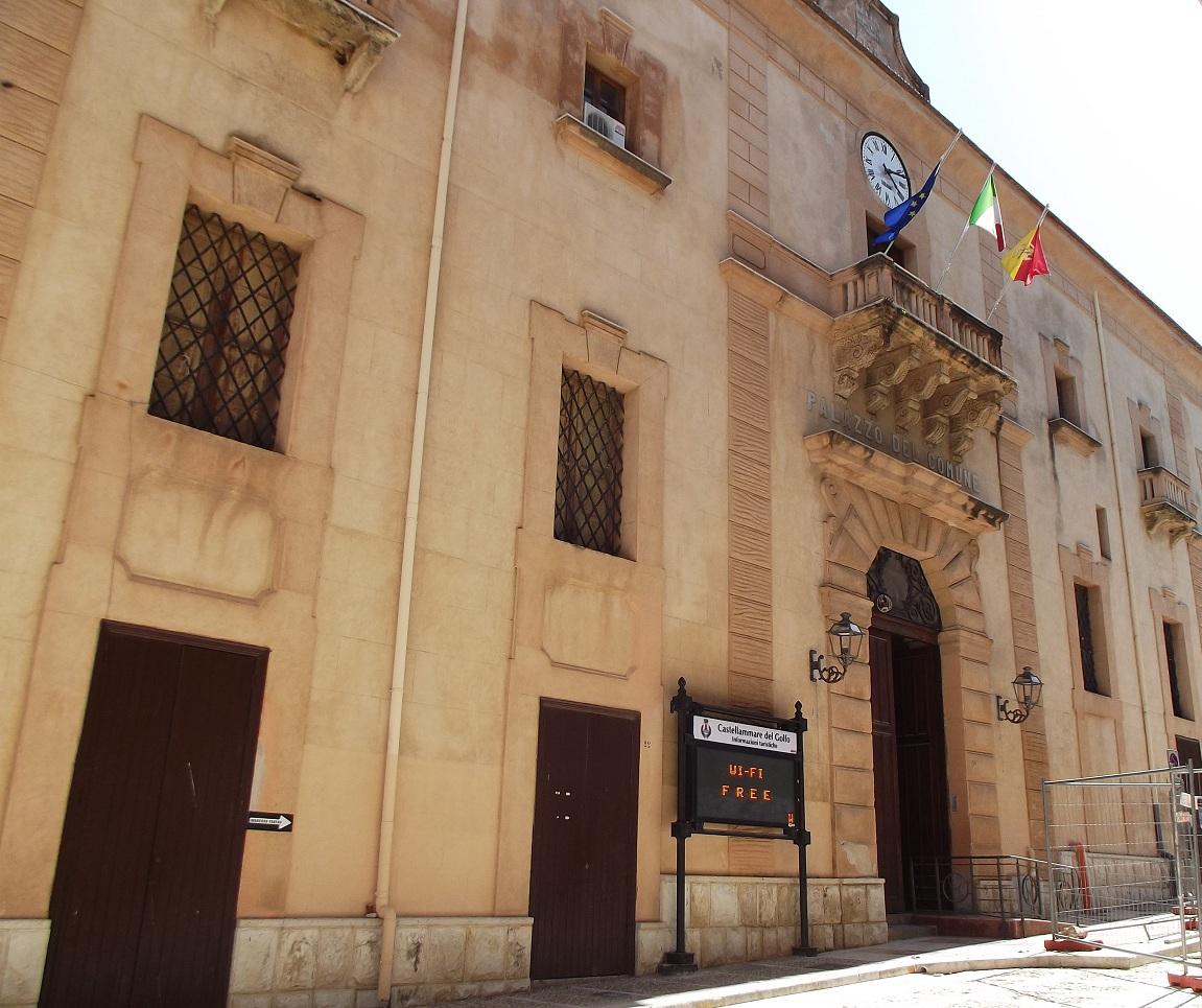 palazzo crociferi castellammare 2