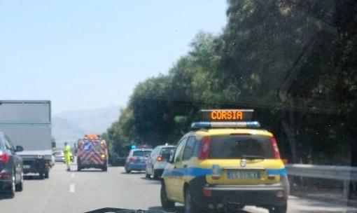 Incendiata auto autostrada