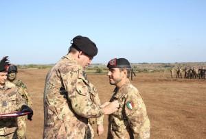 il Cap. Durante riceve la croce di bronzo al merito dell'Esercito