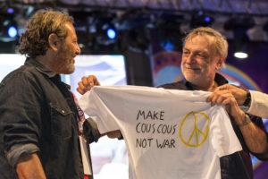 Filippo La Mantia e Gino Strada sul palco del Cous Cous Fest due anni fa