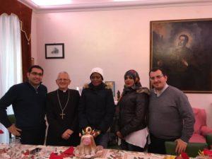 il-vescovo-pietro-maria-fragnelli-e-alcune-migranti