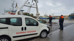 controlli in banchina Guardia Costiera Mazara del Vallo