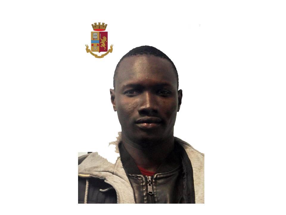 Spacciava droga e rilasciava la ricevuta, arrestato un ventenne in Toscana